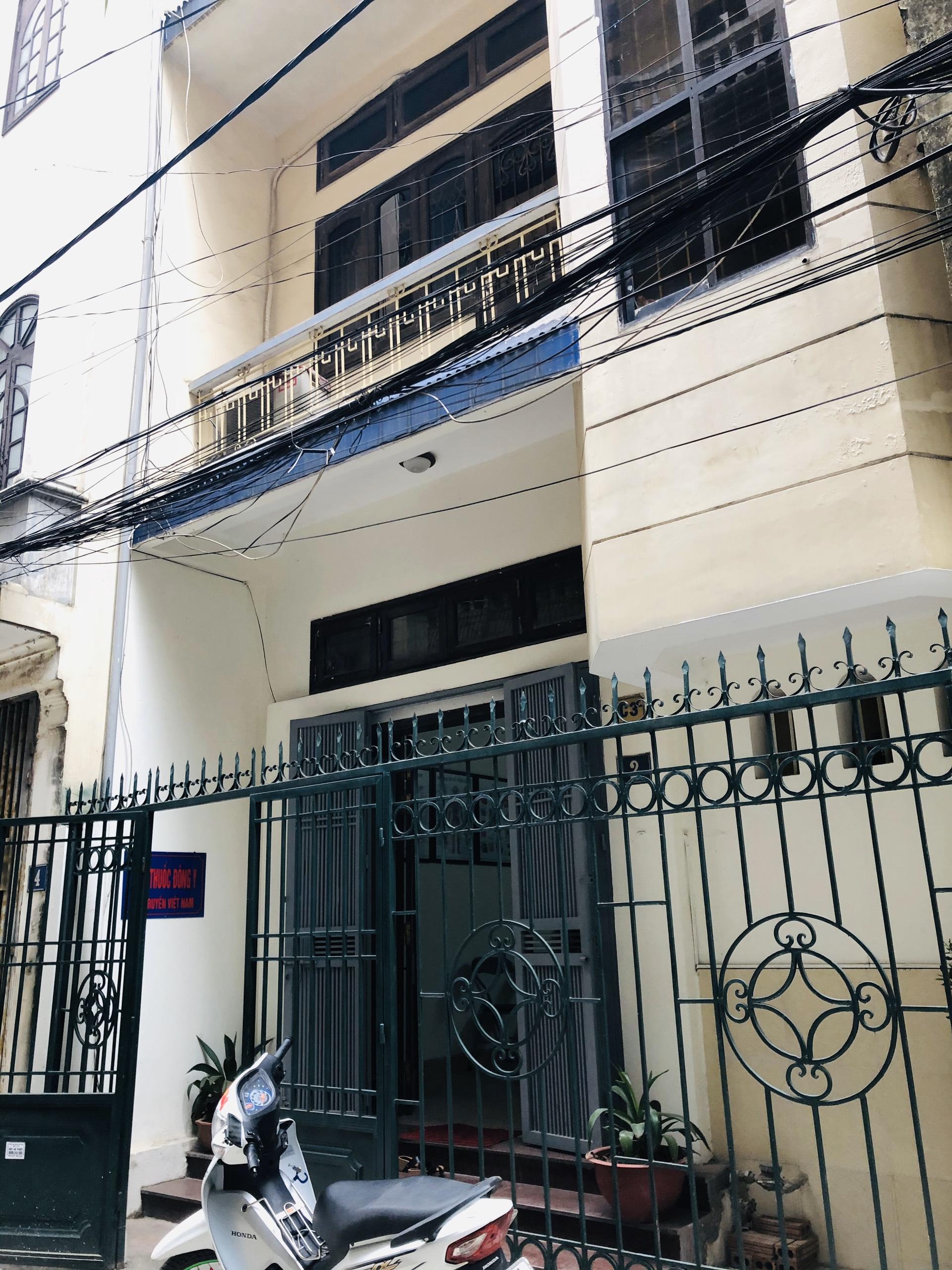 Phòng khám đông y của bác sĩ Trần Thu Hà tại địa chỉ  số 2/28 ngõ 210 Hoàng Quốc Việt, Cầu Giấy, Hà Nội.
