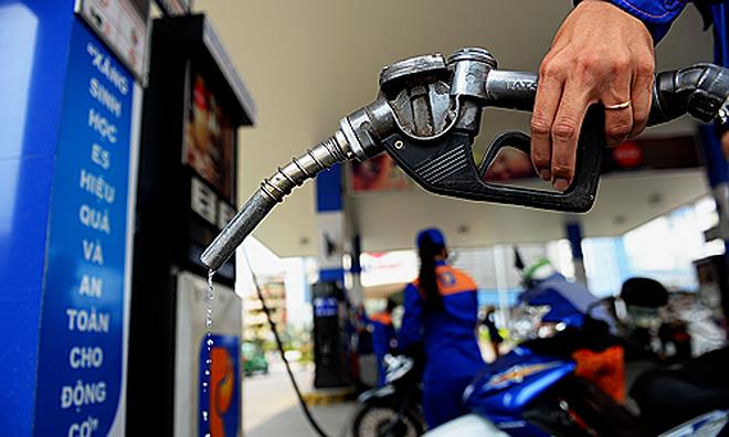 Giá xăng giảm nhưng giá cả thị trường không chịu giảm: Vì sao?