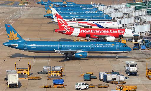 Giá vé máy bay cao ngang dịp Tết, cảnh báo lừa đảo khi mua combo du lịch