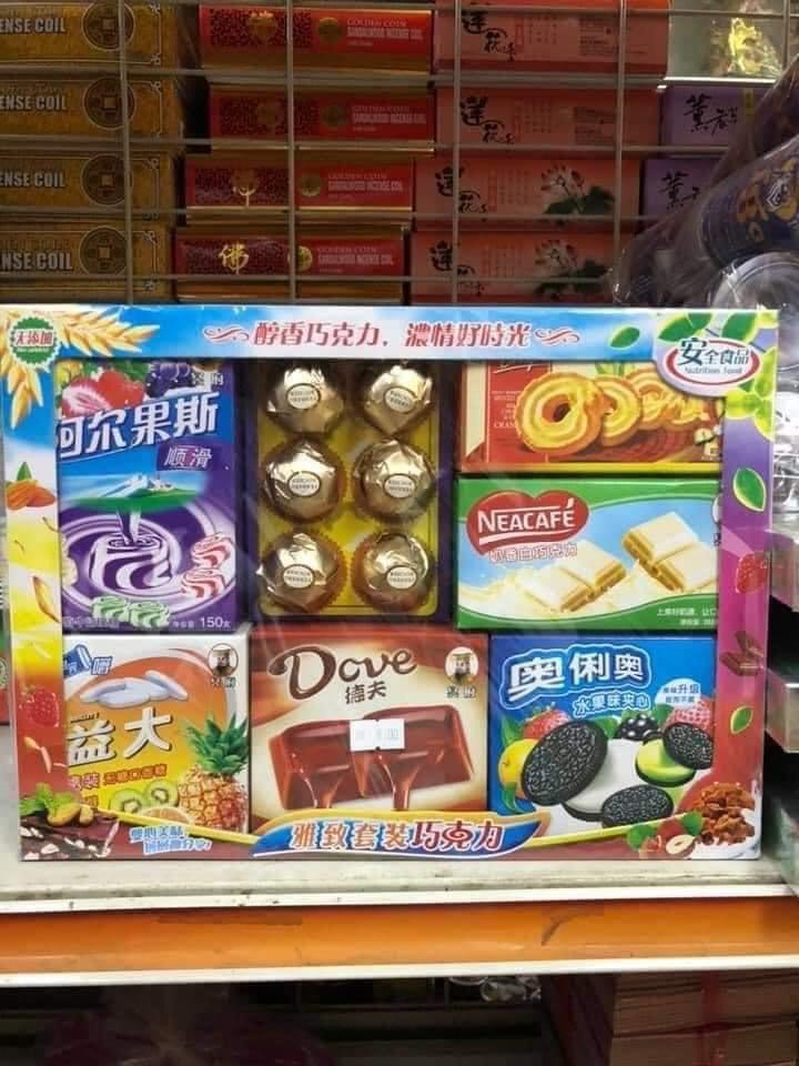 Thị trường vàng mã cúng 'cô hồn': 'Set' lẩu, trà sữa, lợn quay bằng vàng mã được rao bán