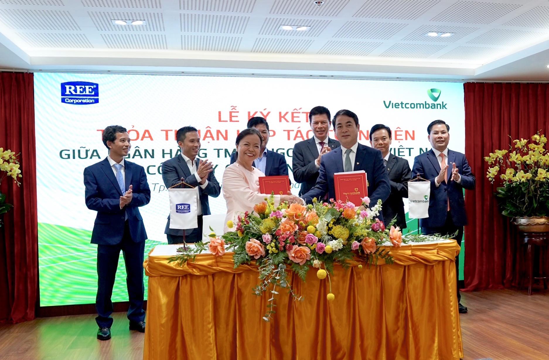 Vietcombank ký kết Thoả thuận Hợp tác toàn diện và Hợp đồng tín dụng tài trợ Dự án nhà máy điện gió số 3 (48MW) tại tỉnh Trà Vinh với Công ty Cổ phần Cơ Điện Lạnh (REE Corporation)