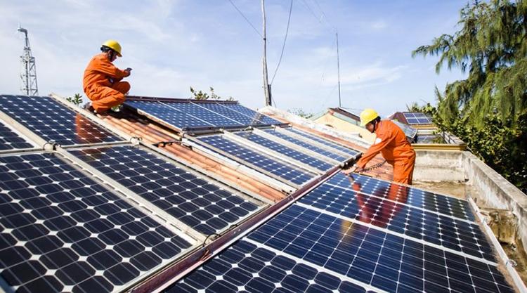 Thủ tướng yêu cầu xử lý nghiêm hành vi trục lợi chính sách điện mặt trời áp mái
