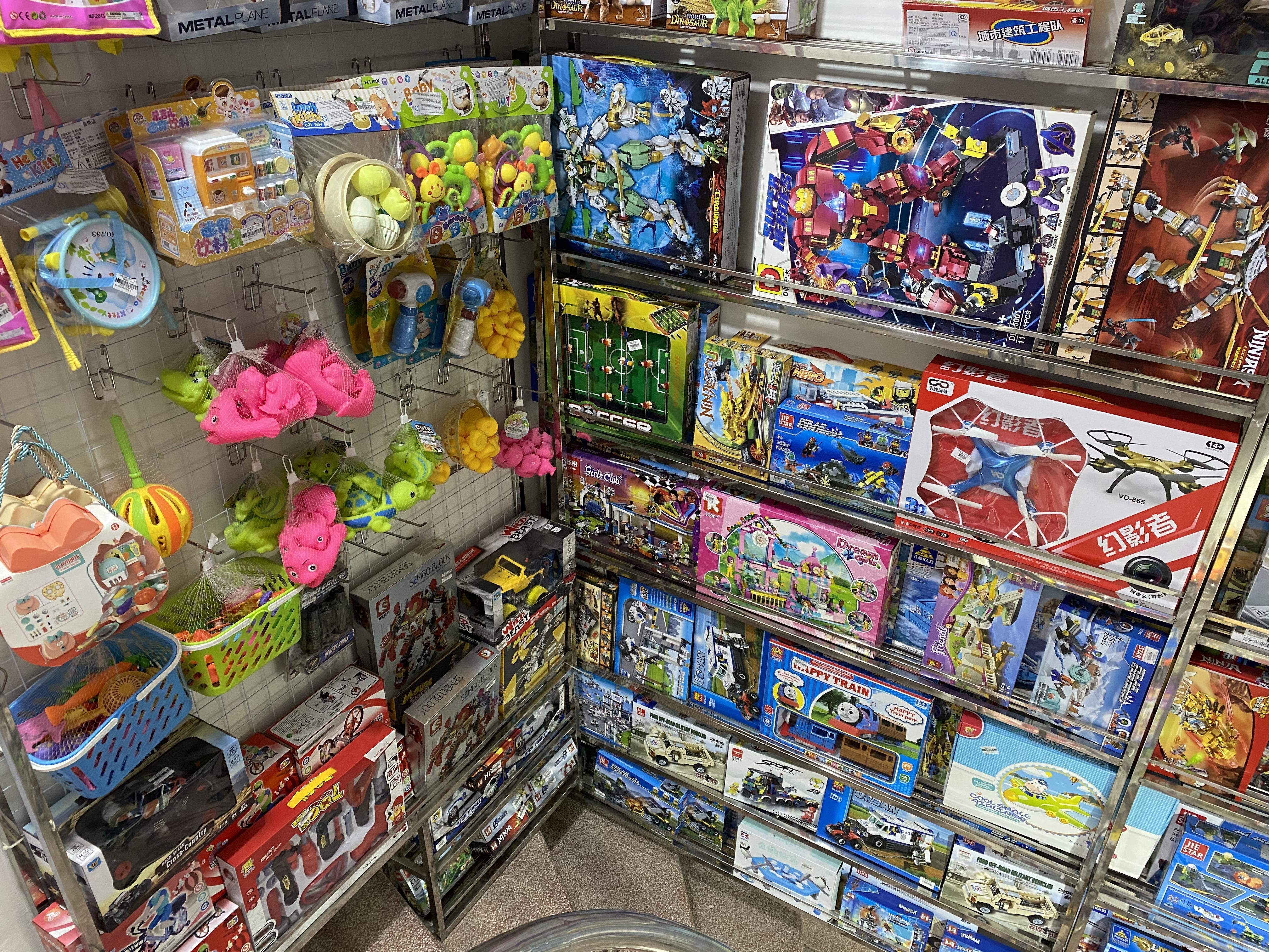 Hệ thống nhà sách Minh Thuận bán đồ chơi trẻ em kém chất lượng, hàng hóa không rõ nguồn gốc?