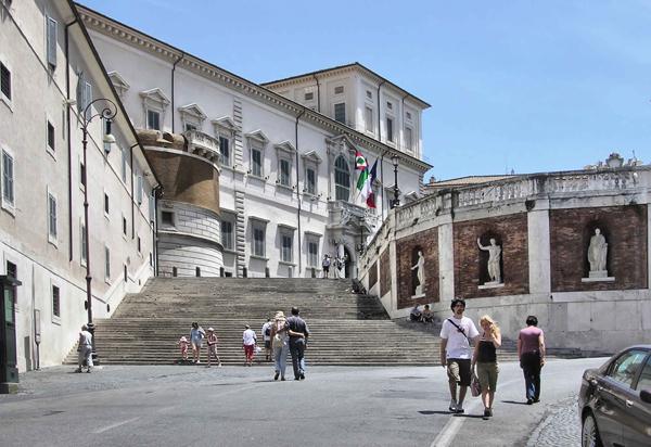 Cung điện được xây dựng theo phong cách nghệ thuật Phục Hưng