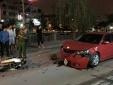 Lao nhanh trong đêm, hàng loạt xe máy đâm nát đầu ô tô