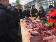 Lật tẩy công nghệ 'tân trang' thịt bò ôi lưu trữ cả năm
