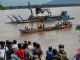 Lào: Phà lật do chở quá tải, 10 học sinh mất tích