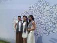 Hoa hậu Thùy Dung, Kỳ Duyên và Ngọc Hân 'đội nắng' ký tặng sách cho sinh viên