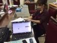 Bắt nhóm đối tượng dùng thiết bị đọc đáp án vào phòng thi