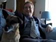 Bị sa thải vì đăng tin kết hôn với chó lên Facebook