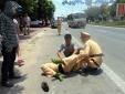 Cảnh sát giao thông Hà Tĩnh bị đâm xe trực diện, rách đũng quần