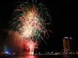 Nhớ mãi khoảnh khắc pháo hoa Quốc khánh rực sáng giữa đêm mưa