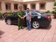 Vụ bé 6 tuổi lái ô tô: Công an phạt bố và tạm giữ ô tô