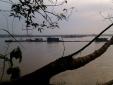 Cả làng khua trống xua đuổi những 'bóng ma' trên sông Hồng