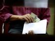 Bác sĩ bệnh viện huyện Bình Chánh nộp lại 433 triệu tiền quà của bệnh nhân