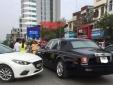 Xe Rolls Royce Phantom Rồng bị 'đo ván' trên phố