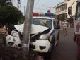 Xe CSGT tông cột điện nát đầu khi đuổi theo 'cẩu tặc'