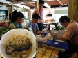Chuột chết trong nồi lẩu cua ở Sài Gòn: Khách ớn lạnh, chủ quán đòi điều tra