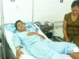 Một cảnh sát ở Tiền Giang bị côn đồ đâm trọng thương