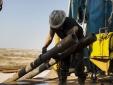 Giá dầu giảm mạnh do sản lượng OPEC cao kỷ lục