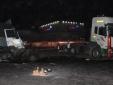 1 giờ nỗ lực đưa thi thể tài xế xe tải ra ngoài sau cú đâm 'trời giáng' của container