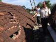 Nghệ An: Dân 'tố' máy bay hạ cánh làm thủng mái ngói