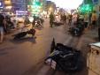 Clip toàn cảnh ô tô 'điên' nổ lốp đâm liên hoàn 8 xe máy ở Xã Đàn