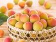 Tin an toàn thực phẩm hot ngày 24/6: 'Tắm' phèn chua cho quả đào tươi bắt mắt