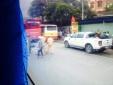 Đối đầu xe tải, một phụ nữ chết thảm dưới bánh xe khách