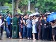Người dân đẫm lệ xếp hàng dưới mưa vào từ biệt 9 quân nhân Casa 212 anh dũng