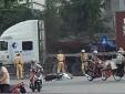 Tài xế container húc đổ xe công vụ, cắn vào tay CSGT để tẩu thoát