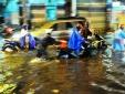 TP Hồ Chí Minh ngập nặng, giao thông rối loạn vì cơn mưa lớn vào giờ tan tầm