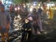 Hình ảnh Hà Nội 'đau thương' lụt lội sau trận mưa lớn, nhiều tuyến đường tắc nghẽn