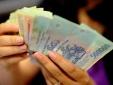 Thu nhập thấp nhưng người Việt lại phải 'còng lưng' gánh thuế, phí xăng dầu cao