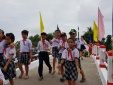 Hoa hậu tài trợ xây 2 cây cầu cho học sinh qua sông đi học