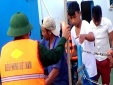 Quảng Bình: Cứu sống 6 ngư dân bị chìm tàu trên biển