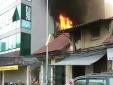Dân bỏ chạy tán loạn khi cháy lớn trên phố Đội Cấn