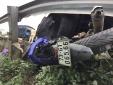 Tai nạn giao thông ngày 19/1: Xe máy bẹp dí dưới gầm ô tô, hai mẹ con tử vong tại chỗ