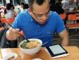 Rước họa vì thói quen sử dụng điện thoại trong bữa ăn