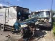 Tai nạn giao thông ngày 27/2: Va chạm xe ben, mẹ tử vong còn con nguy kịch