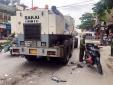 Tai nạn giao thông ngày 24/4: Tông vào xe làm đường, mẹ tử vong, con nguy kịch