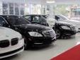 'Sốc' giá ô tô giảm kỷ lục, khách hàng có nên chờ đợi?