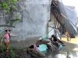 TP.HCM: 5 căn nhà bị sập xuống sông giữa đêm, hàng chục người tháo chạy