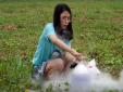 Clip 'nghịch dại' của Thơ Nguyễn dạy trò chơi cực nguy hiểm với trẻ con