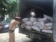 Bắt tại trận xe khách chở 4,5 tấn mỡ bốc mùi hôi thối
