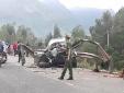 Tai nạn giao thông kinh hoàng: Ô tô đâm vào dải phân cách bẹp dúm khiến 2 người tử vong