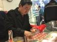 Lão nông Sơn La ôm bao tải tiền về Hà Nội mua vàng ngày Thần Tài
