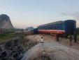Lật tàu kinh hoàng ở Thanh Hóa: Tàu chở hơn 400 người, 2 người đã tử vong