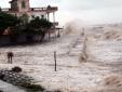 Áp thấp nhiệt đới đang tiến sát Thanh Hóa - Hà Tĩnh, cảnh báo lũ và sạt lở