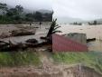 Mưa lớn gây ngập lụt nhiều tỉnh khiến đường thành sông, ruộng thành biển
